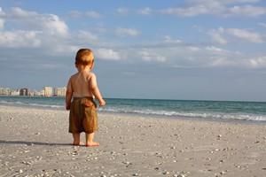 bambino-sulla-spiaggia